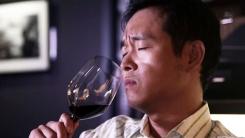 와인 잔의 '볼'을 잡으면 안 되는 이유