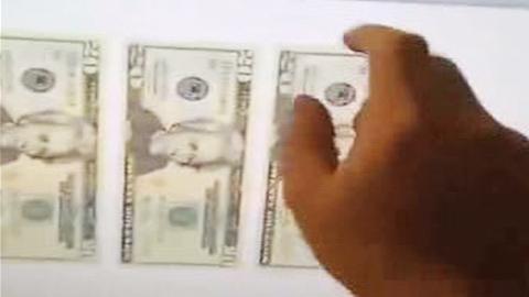 모니터 속 '지폐'가 나오는 신기한 마술