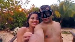 셀카 찍는 커플의 카메라에 잡힌…폭탄? 벼락!