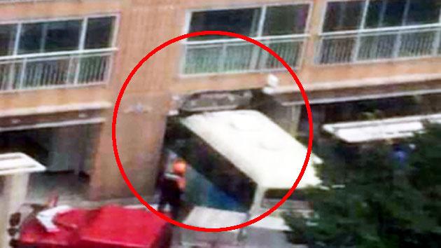 [속보]부산 아파트에 버스 돌진…부상자 13명