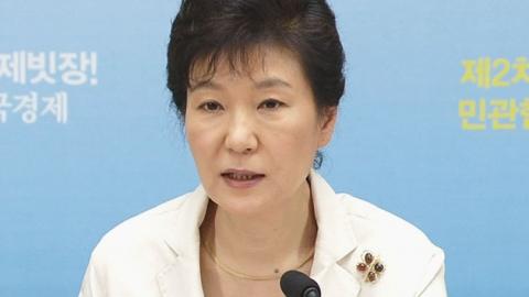 """박근혜 대통령 """"안이한 규제개혁에 위기감"""""""