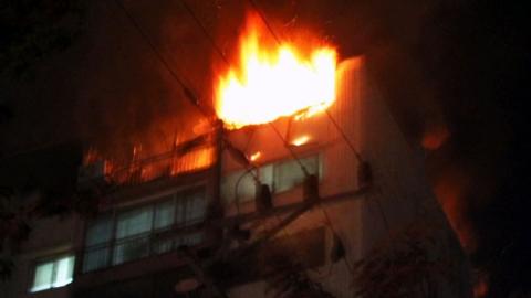 베란다에 매달렸지만…아파트 화재 일가족 사망