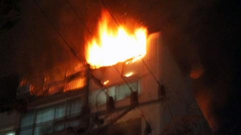 창틀에 매달려 버텼지만…아파트 불 일가족 사망
