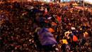 렁춘잉 장관, 홍콩 시위대에 기름 붓나?