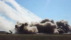 전장을 뒤덮는 '철의 비'…다연장로켓포 사격