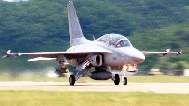 첫 국산 전투기 'FA-50' 실전 배치…성능은?