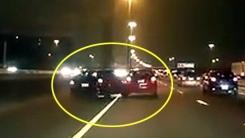 한밤중 '도로 위 시비'…서로 위협하다 '꽝'