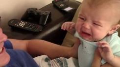 4개월 아기를 일부러 울리는 아빠…'삐죽삐죽'