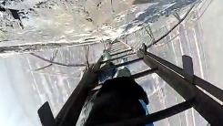 안전장비도 없이…281m 굴뚝을 오르락내리락