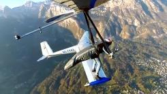 하늘 나는 비행기 위에 사뿐 '인간새의 신기'