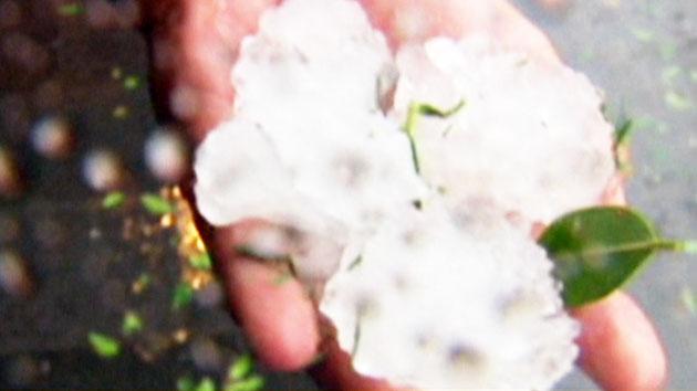 '테니스공' 크기 우박…호주 폭우 피해 속출