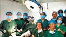 中 의료진, 수술대 위에 환자 두고 '셀카'