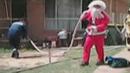 불난 집에서 남성 구출한 '산타' 화제