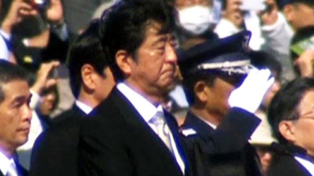 아베, 새해에는 日 '군사대국' 만들까?