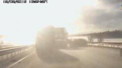 눈이 멀듯한 도로 반사광 '연쇄 추돌 순간'