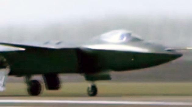 중국 공군, 최신형 전투기 젠-20 홍보영상 첫 공개