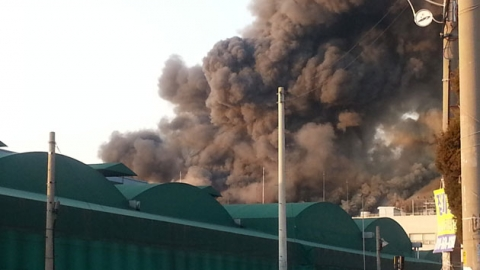 [속보] 안산 반월공단 대형 화재…3명 부상