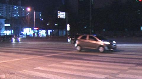 도로에 전분찌꺼기 '폭탄'…차량 상점 돌진