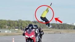 공중부양급 서전트 점프 '달리는 오토바이 위로…'