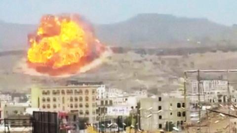 사우디, 예멘 반군 무기고 대규모 공습