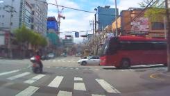 정지선 넘은 오토바이와 버스 사고