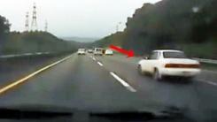 고속도로 충돌로 '떼구루루'…과속의 비극적 결말