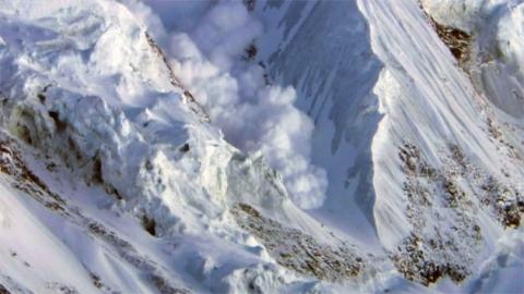 엄청난 네팔 대지진…에베레스트도 주저앉혔다