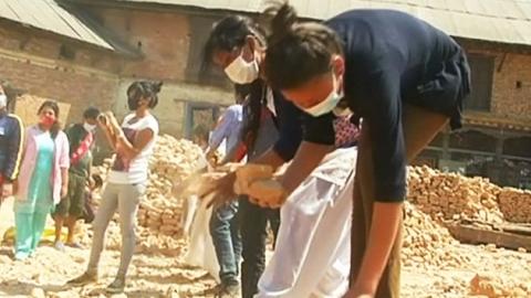 폐허가 된 네팔, 여성 상대로 인신매매까지…