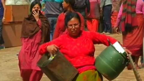 """""""돌봐줄게""""…네팔 여성 노리는 검은 손들"""