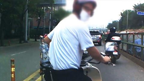 오토바이로 보복운전에 주먹까지 쓴 외국인