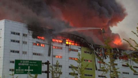 김포 물류창고 화재…폭탄처럼 포장된 박스 나와