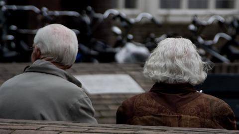 """""""내 나이가 어때서"""" 100세 시대 노인 기준은?"""