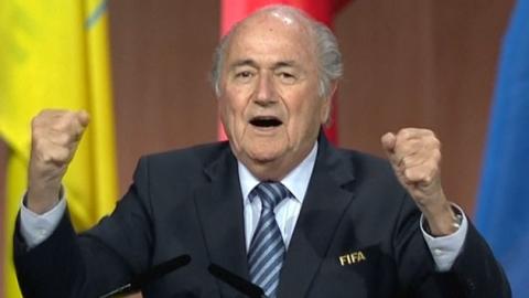 '왕좌' 지킨 블래터…FIFA 회장 5선 성공