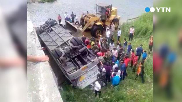[속보] 중국에서 한국인 태운 버스 추락…6명 이상 사망