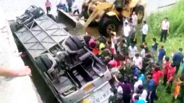 버스 추락 사고 원인…中 공안 통제 속 '오리무중'
