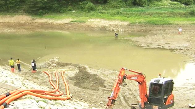 바닥 드러낸 '피라니아 저수지'…이후 작전은?