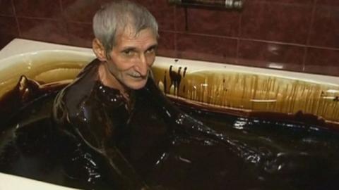"""휘발유로 목욕하는 나라…전문가들 """"암 유발"""""""