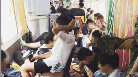 열차 점령한 '내일로족'…'난민 열차' 따로 없다