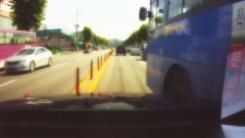 [렌즈로 보는 세상] 승객 태운 버스, 위험천만한 돌진