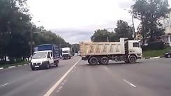 브레이크 고장? 도로 가로질러 '공포의 후진'