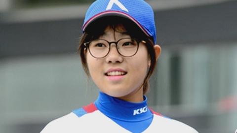 '시속 110km'의 공 던지는 14살 소녀의 꿈