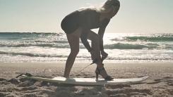 'CG 아닙니다' 하이힐 신고 서핑하는 미녀