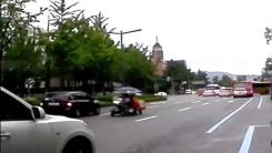 [영상] 전동 스쿠터의 '아찔한 역주행'