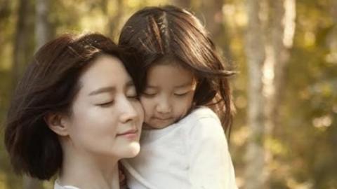 이영애, 쌍둥이 자녀와 화보…여전한 청순 미모