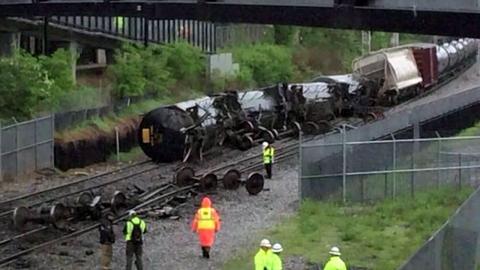 워싱턴에서 화물열차 탈선…화학물질 유출