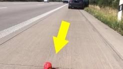 도로에서 차가 고장나자 '이상한 표시'를 남긴 운전자