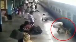 용감한 경찰관, 열차에 치여 죽을 뻔한 여성 몸 날려 구조