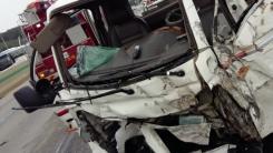 경부고속도로서 삼중 추돌...4명 부상