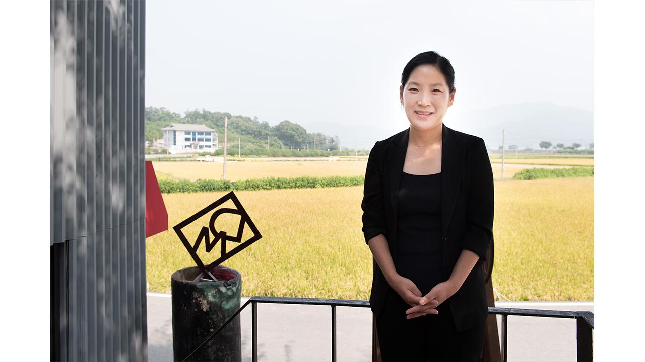 """[피플앤피플] """"세 자매 미술관에서 힐링을"""", 유리 더리미 미술관 대표"""
