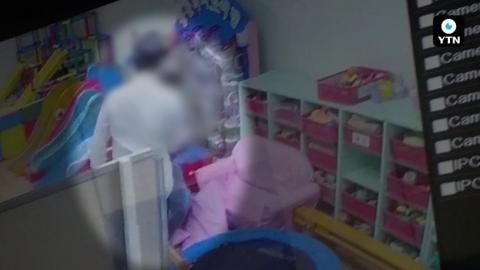 [블박TV] 멱살잡고 밀치는게 훈육?…복지회관서 학대 의혹